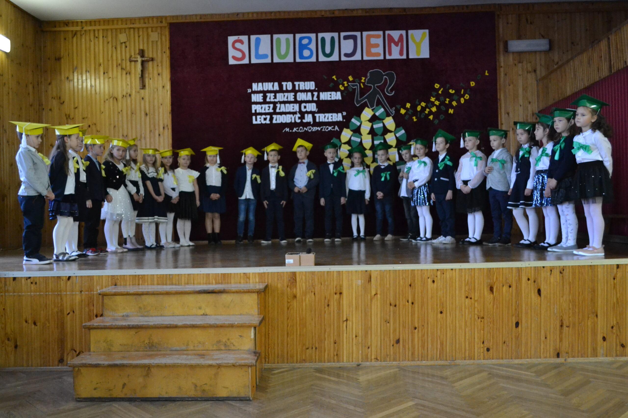 Ślubowanie klas pierwszych w PSP w Zakrzówku